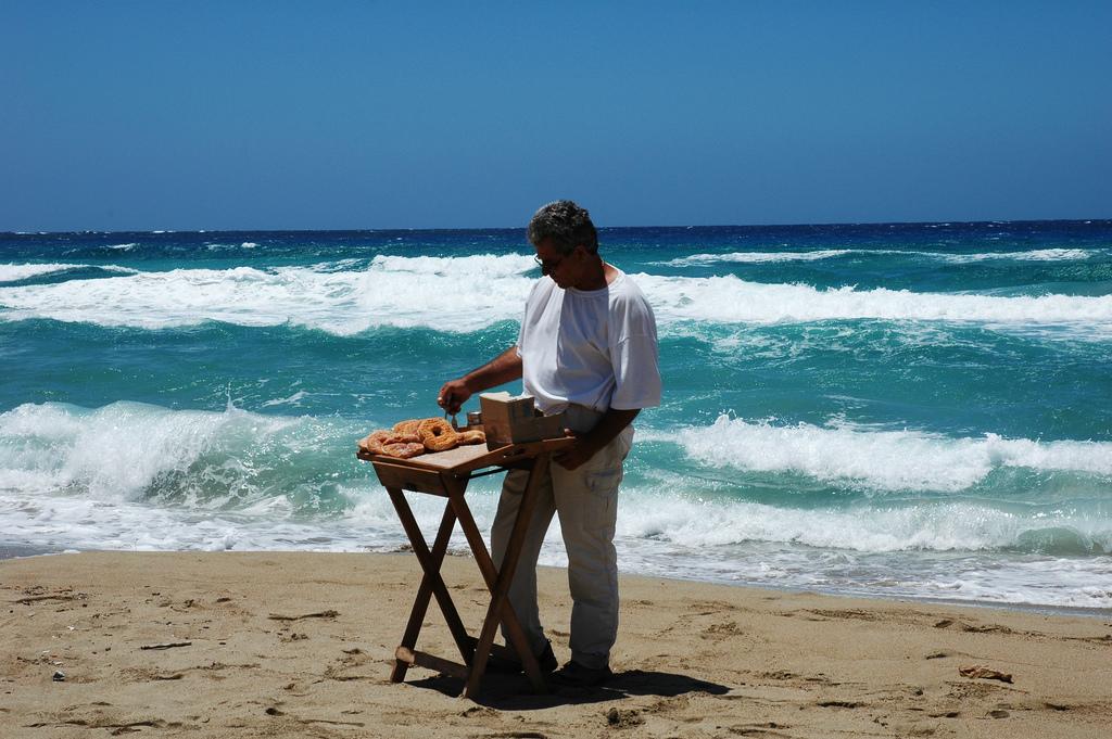 Verkäufer am Strand. USP: Verkaufsort (Bild: flickr.com/vigour)