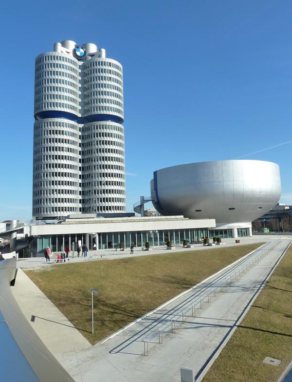 BMW Vierzylinder-Gebäude und BMW Museum